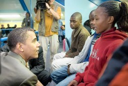 barack-with-youngsters-in-chicago