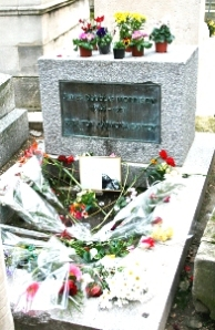 jim-morrison grave from above
